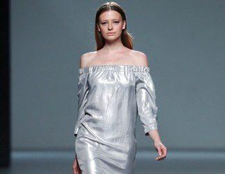 Ángel Schlesser también propone diseños de tendencia metalizada en su colección primavera/verano 2014 en la Madrid Fashion Week