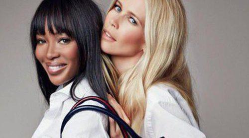 Claudia Schiffer y Naomi Campbell presentan un nuevo bolso benéfico diseñado por Tommy Hilfiger