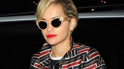 Karl Lagerfeld fotografía a Rita Ora en la oscuridad de la noche parisina