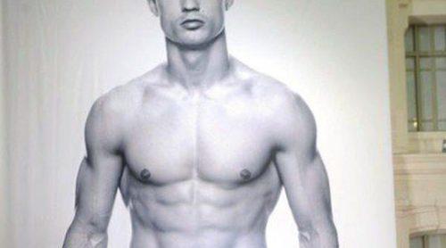 Cristiano Ronaldo promociona su línea de ropa interior con una fotografía suya de 15 metros