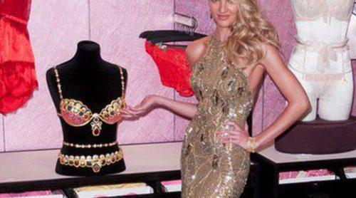 Candice Swanepoel presenta el Royal Fantasy Bra 2013 de Victoria's Secret