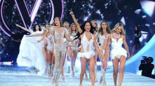 Los ángeles de Victoria's Secret vuelven a reunirse sobre la pasarela en el Fashion Show 2013