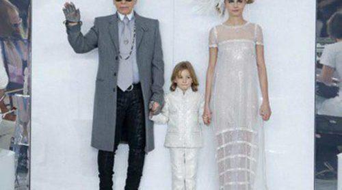 Cara Delevingne desfila vestida de novia con sneakers de Chanel en la Semana de la Alta Costura de París