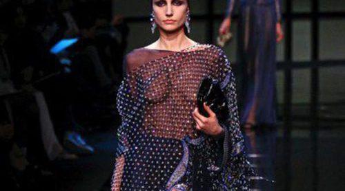 Giorgio Armani Privé presenta a sus mujeres 'Nómadas' en la Semana de la Alta Costura de París