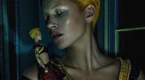 Kate Moss vuelve a posar para Alexander McQueen en su campaña más inquietante y futurista
