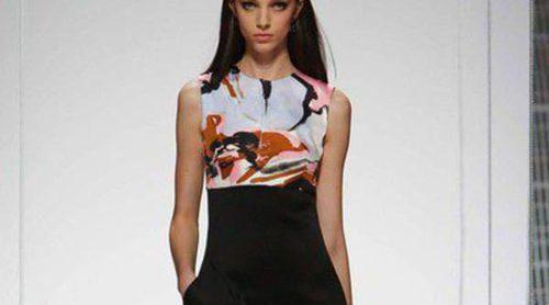 Raf Simons mezcla estampados y sube el talle de las prendas en la nueva Colección Crucero 2015 de Dior