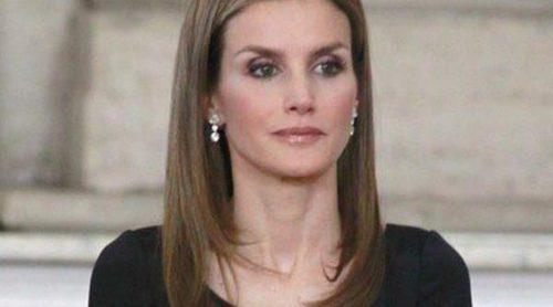 La Princesa Letizia repite estilismo en la firma de la Ley de Abdicación de Juan Carlos I
