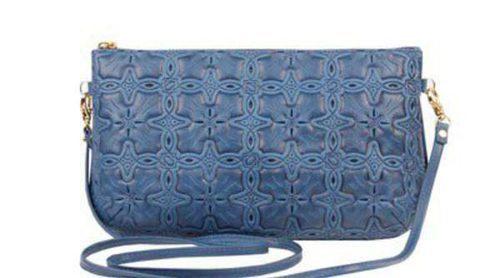 Dolores Promesas apuesta por los tonos arena, mostaza y azul para su nueva colección de bolsos
