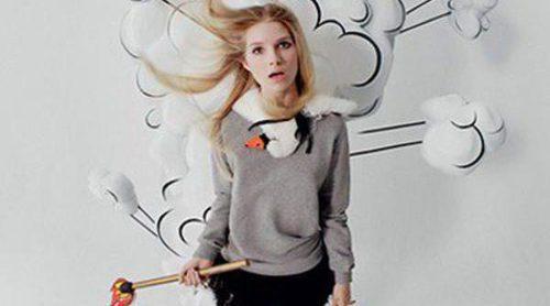 Lottie Moss continúa con su carrera de modelo, esta vez posando para Valentino