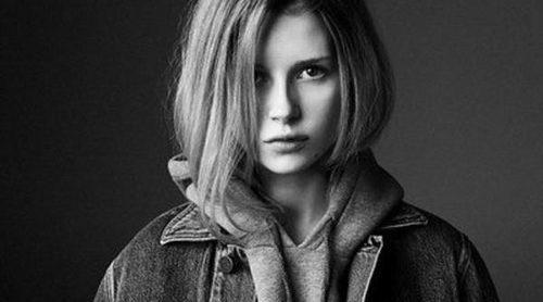 Lottie Moss, hermana de Kate Moss, sigue los pasos de su hermana y posa para Calvin Klein