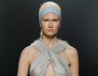Moisés Nieto propone una estética setentera para la primavera/verano 2015 en la Madrid Fashion Week