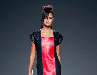 Etxeberría da protagonismo a la piel para la primavera/verano 2015 en Madrid Fashion Week