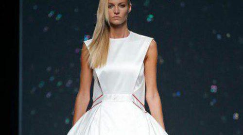 Olas de mar y neopreno en la colección de Amaya Arzuaga para primavera/verano 2015 en Madrid Fashion Week