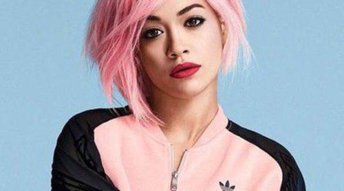 Rita Ora se tiñe el pelo de rosa chicle para la nueva imagen de su campaña junto a Adidas
