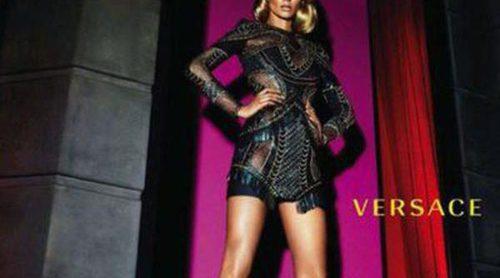 Versace: sus propuestas para otoño/invierno 2014 se tiñen de negro, azul y rojo