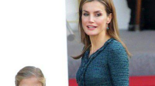 La Reina Letizia escoge un sobrio vestido verde de Felipe Varela para el Día de la Hispanidad 2014