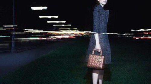 Marion Cotillard luce su lado más sexy para la nueva campaña de Lady's Dior en París