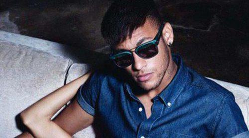 Police vuelve a confiar en Neymar para la campaña 'Eyewear 2015'