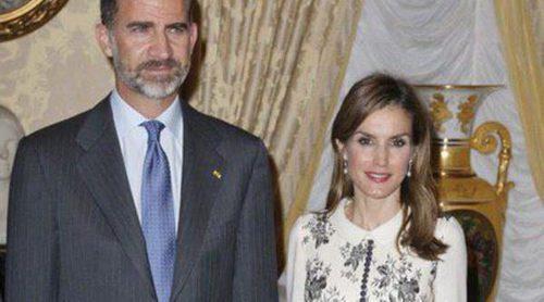 La Reina Letizia repite vestido de Felipe Varela para su visita a Luxemburgo