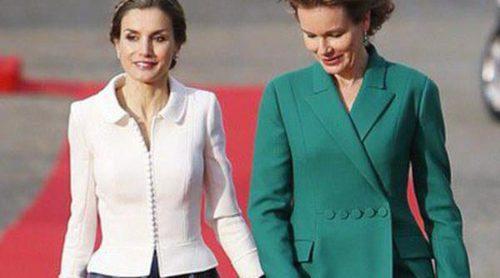 Duelo de Reinas: la dulzura de la Reina Letizia gana a la sobriedad de Matilde de Bélgica