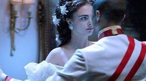 Cara Delevingne se viste de emperatriz para el cortometraje 'Reincarnation' de Chanel