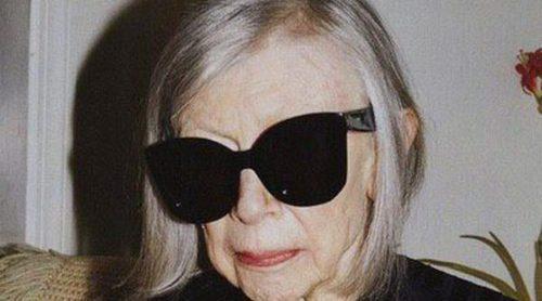 La moda y la literatura se fusionan en Joan Didion con la nueva colección de Céline