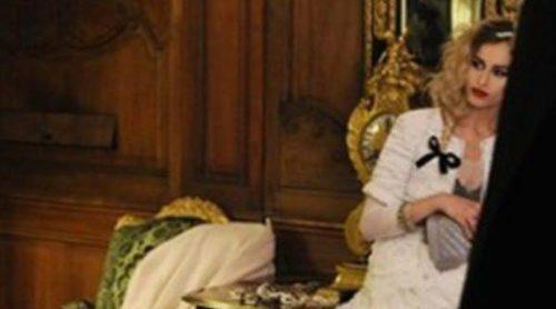 Alice Dellal posa para Karl Lagerfeld en la campaña de bolsos Boy de Chanel