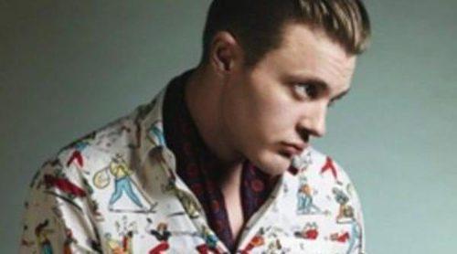 Michael Pitt hace un homenaje a la moda retro en la nueva campaña de Prada
