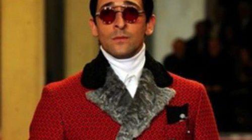 Adrien Brody y Gary Oldman desfilan para Prada en la Semana de la Moda de Milán