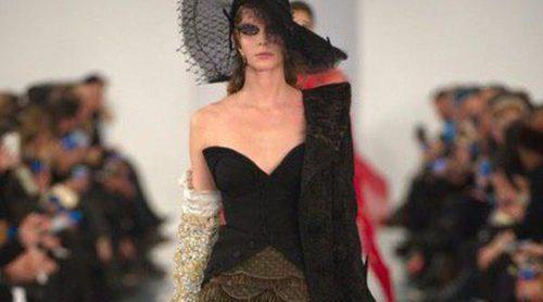 Londres se viste de gala para el regreso de John Galliano y su desfile de Alta Costura 'Artisanal'