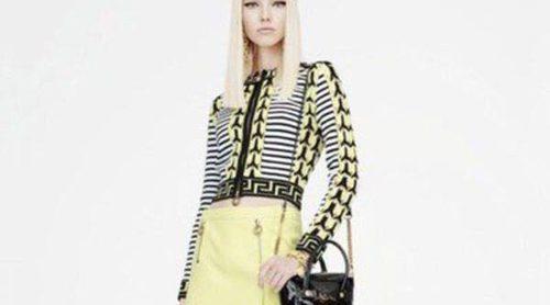 Sasha Luss se sumerge en el carácter 'Sixties' para dar vida a la nueva colección Resort 2015 de Versace