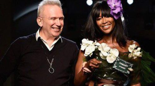 Jean Paul Gaultier convierte a Naomi Campbell en un ramo de flores de novia