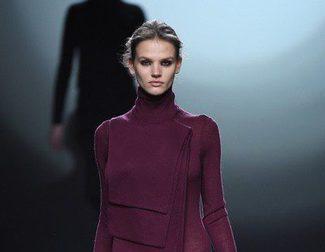 Amaya Arzuaga apuesta por las superposiciones para el otoño/invierno 2015/2016 en Madrid Fashion Week