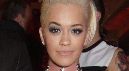 ¿Quién lo lleva mejor? Rita Ora copia a Kim Kardashian el vestido de látex rosa nude