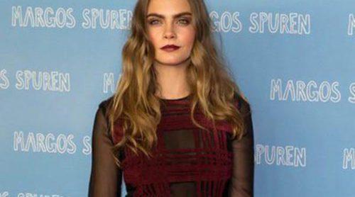 Análisis de estilo: la alfombra roja de Cara Delevingne en el tour de 'Ciudades de papel'