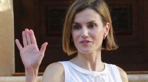 El look trendy de la Reina Letizia en su tradicional posado en Marivent