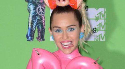 Los looks de Miley Cyrus en los Video Music Awards 2015: tapando lo justo