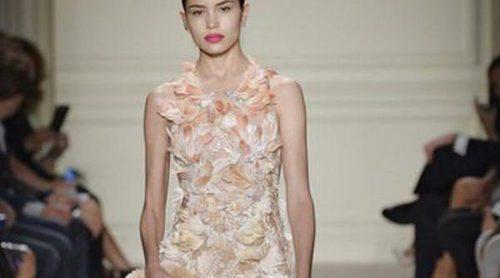 Colores pastel y grandes volúmenes protagonistan las propuestas de Marchesa en la Nueva York Fashion Week