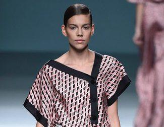 Ángel Schlesser apuesta por la asimetría y sobriedad del color para primavera/verano 2016 en Madrid Fashion Week