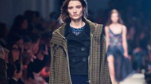 John Galliano olvida las excentricidades en su colección primavera/verano 2016 en París Fashion Week