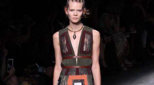Viajamos a África con la éxotica colección de Valentino en Paris Fashion Week