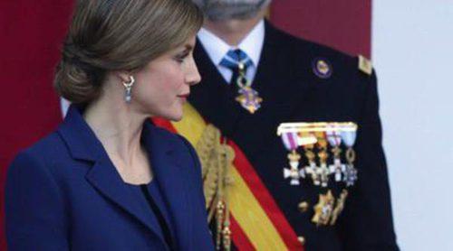 Devoción por Felipe Varela: Letizia vuelve a lucir impecable en el Día de la Hispanidad 2015