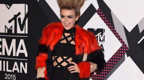 Tallia Storm y Charli XCX, las peor vestidas de los MTV EMA 2015