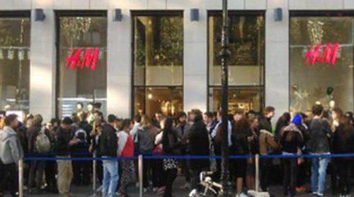 Colas kilométricas para conseguir una prenda de la colección de Balmain para H&M