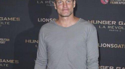 En pijama y a lo loco: Woody Harrelson se pone cómodo para estrenar 'Los Juegos del Hambre: Sinsajo.Parte 2'