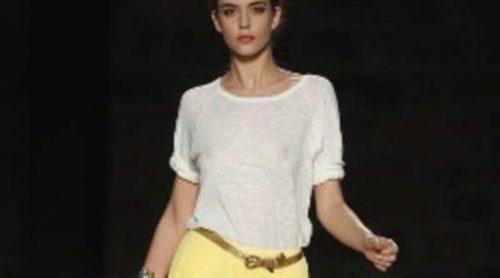 Mango muestra sus propuestas limpias y desestructuradas en la 080 Barcelona Fashion