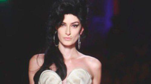 La familia de Amy Winehouse, indignada con la colección creada en su memoria por Jean Paul Gaultier