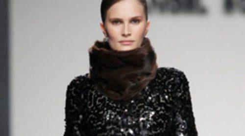 La sobriedad y el minimalismo vienen de la mano de Ángel Schlesser en la Fashion Week Madrid