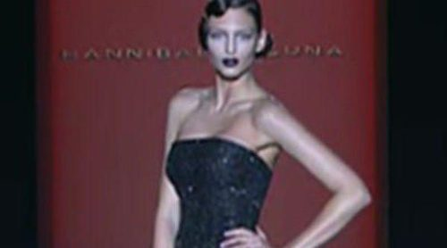 Encaje, volumen y transparencias en la 'alfombra roja' de Hannibal Laguna en la Fashion Week Madrid