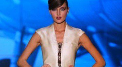 Estilo vintage y vestidos vaporosos en la colección de Ion Fiz en la Fashion Week Madrid
